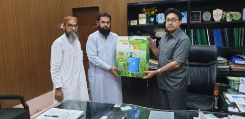 Distribution of Sprayers,soil & water testing kits and literature  for Farmers and FFS facilitators under SIAPEP(upper sindh)