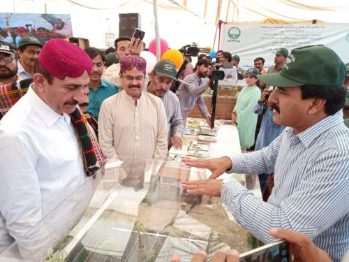 Agriculture minister Sindh visited SIAPEP stall specially on HEIS installed under blooming thar exhibition
