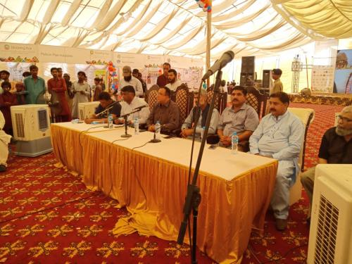 Closing session of ,2-day exhibition blooming Thar at Mithi city, Commissioner Mpk addressing with conclude remarks.